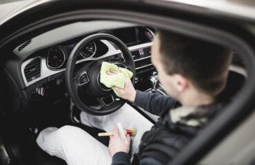 czyszczenie kokpitu samochodu